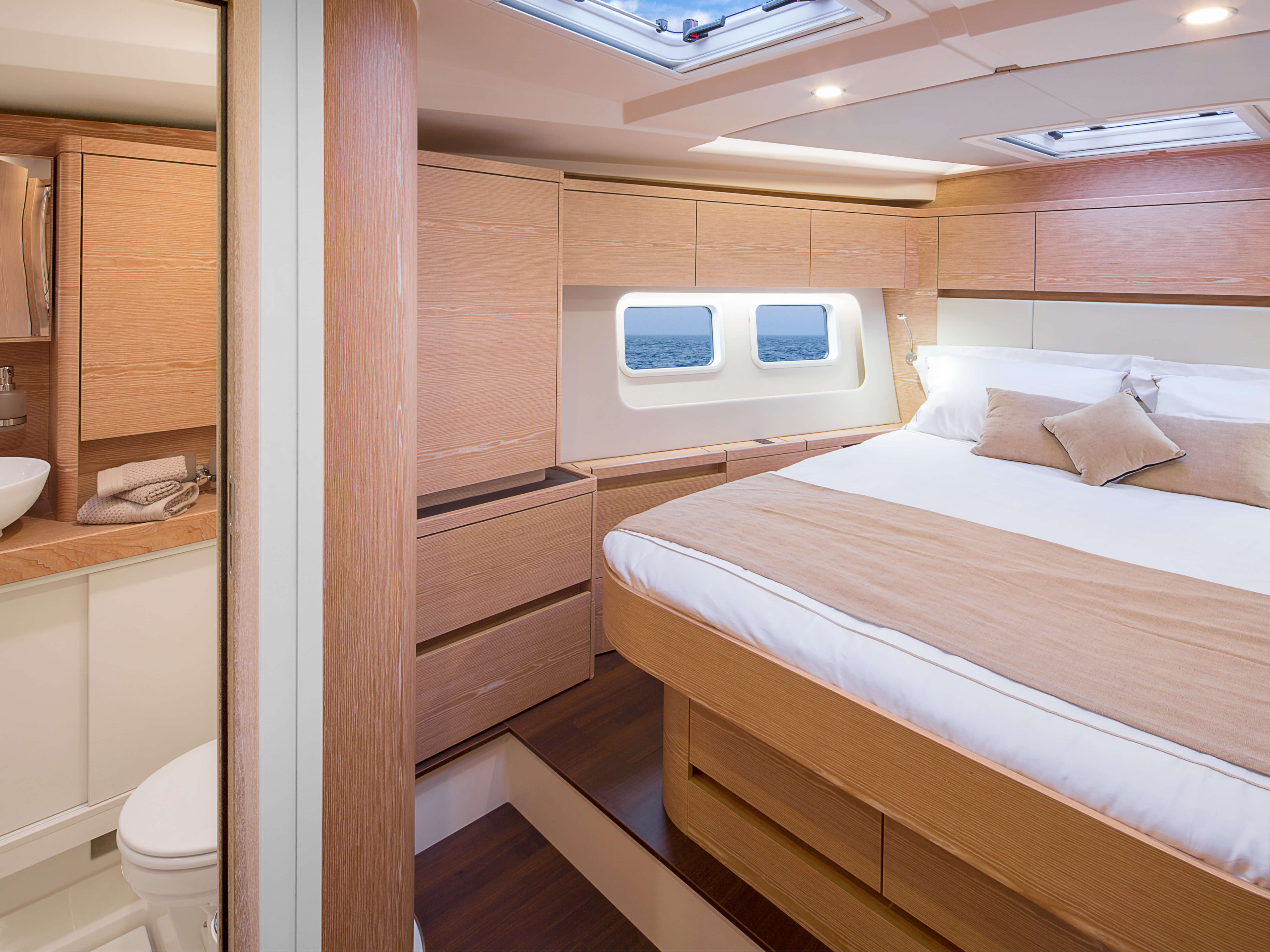Hanse 588 | isolated bed, storage compartment, window, wet cell | Hanse