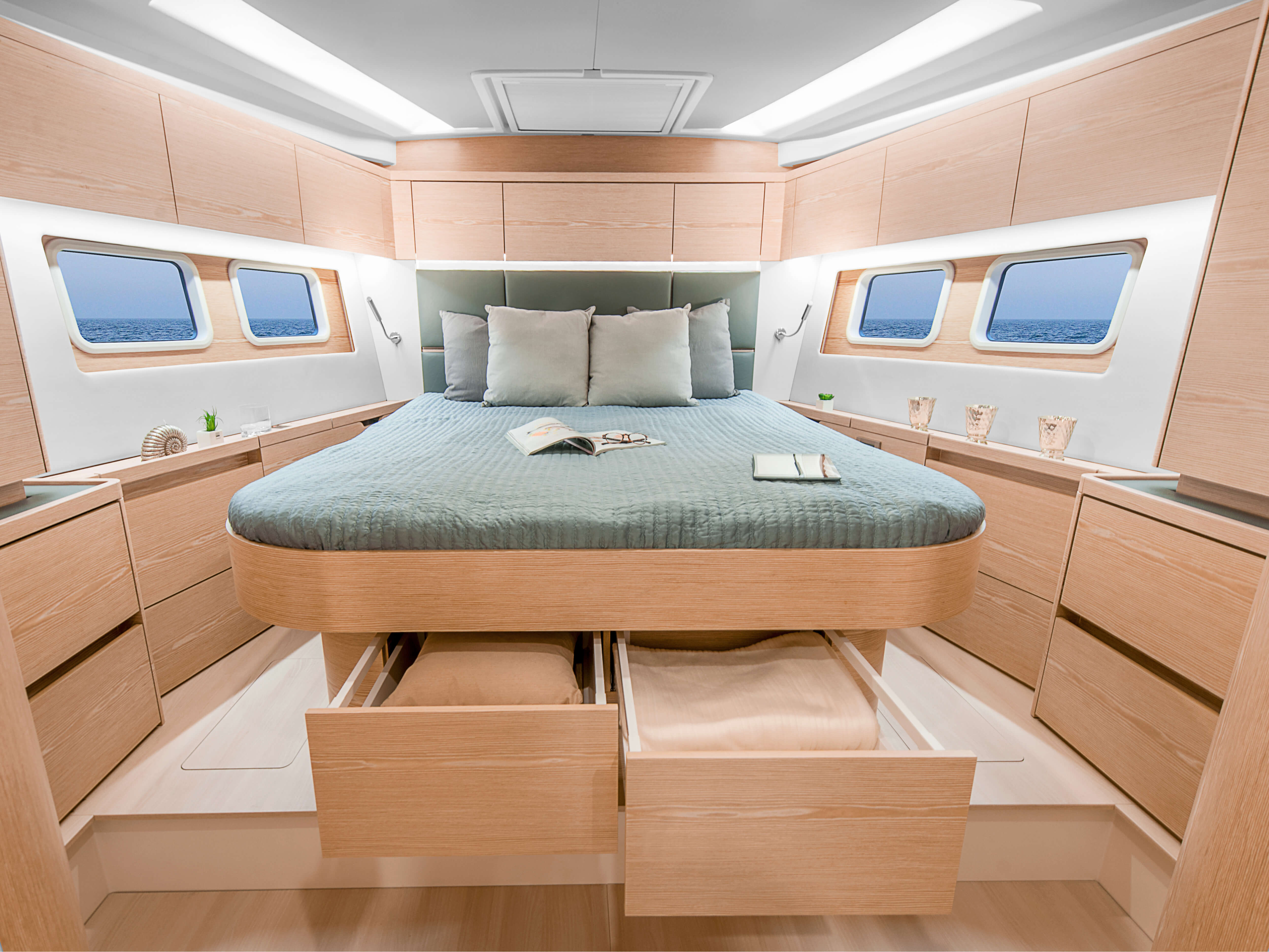 Hanse 588 | owner´s cabin, isolated bed, storage compartment, window | Hanse