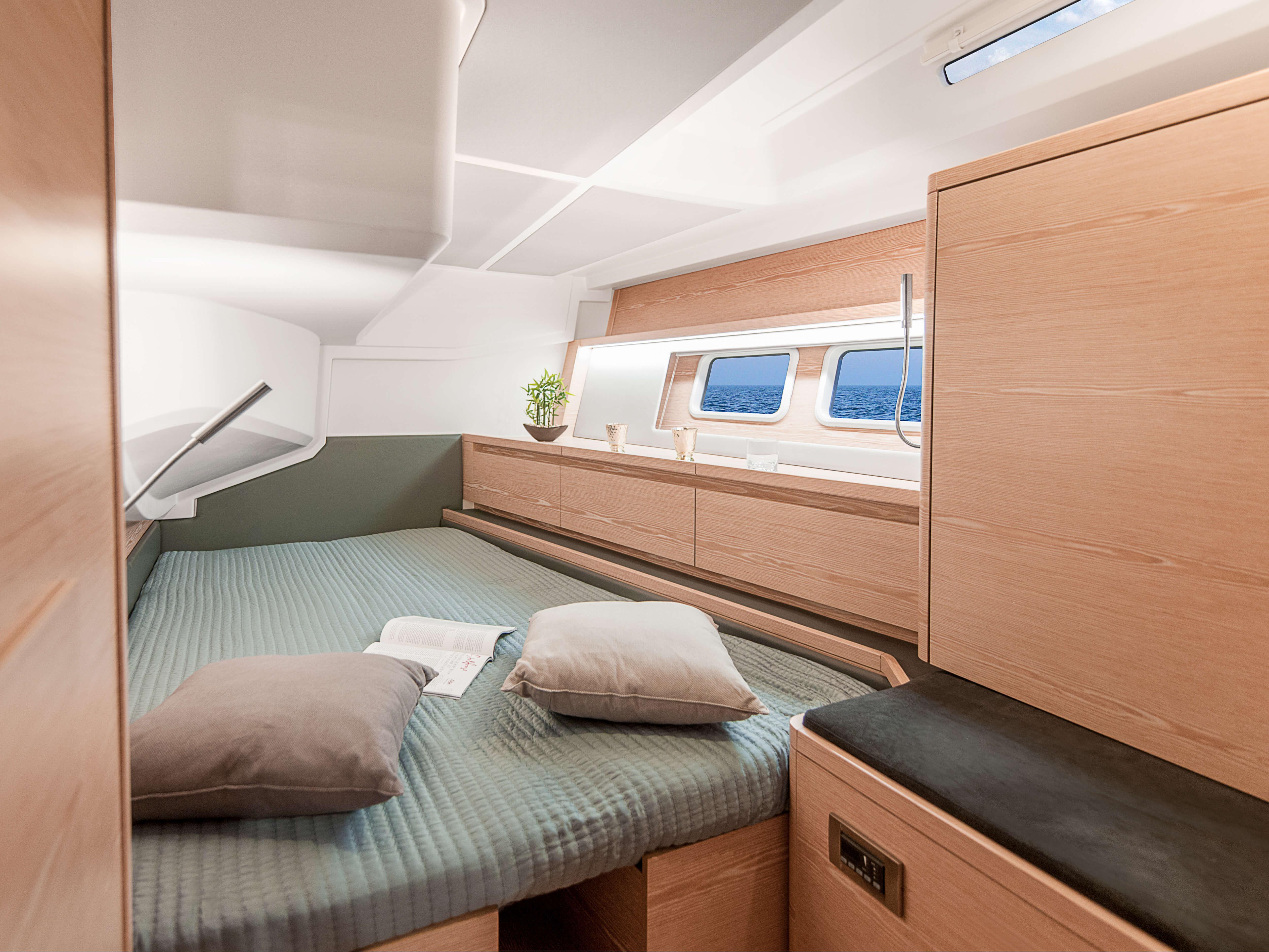 Hanse 588 | double berth, storage compartments | Hanse