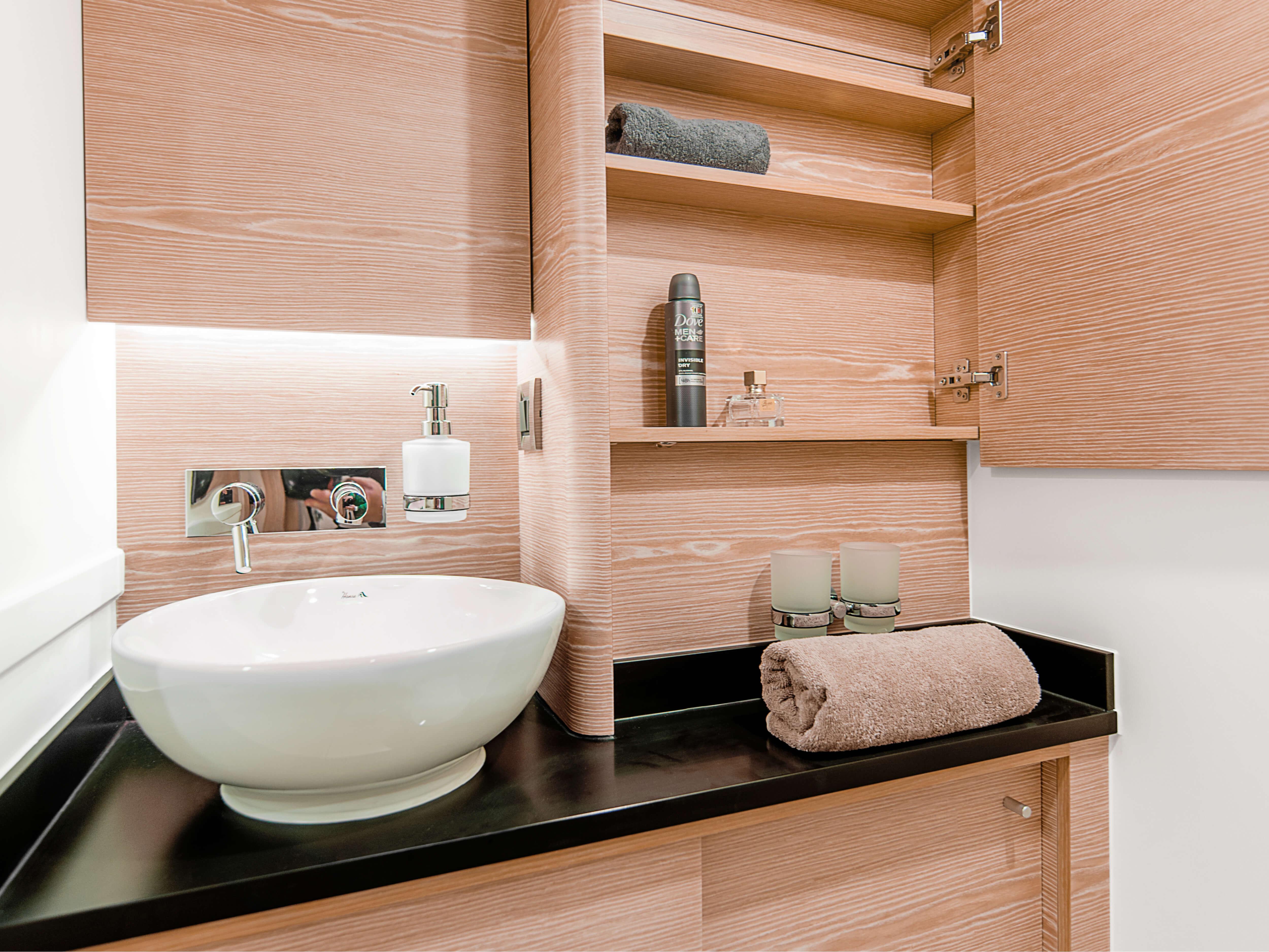 Hanse 588 | sink, storage compartment | Hanse