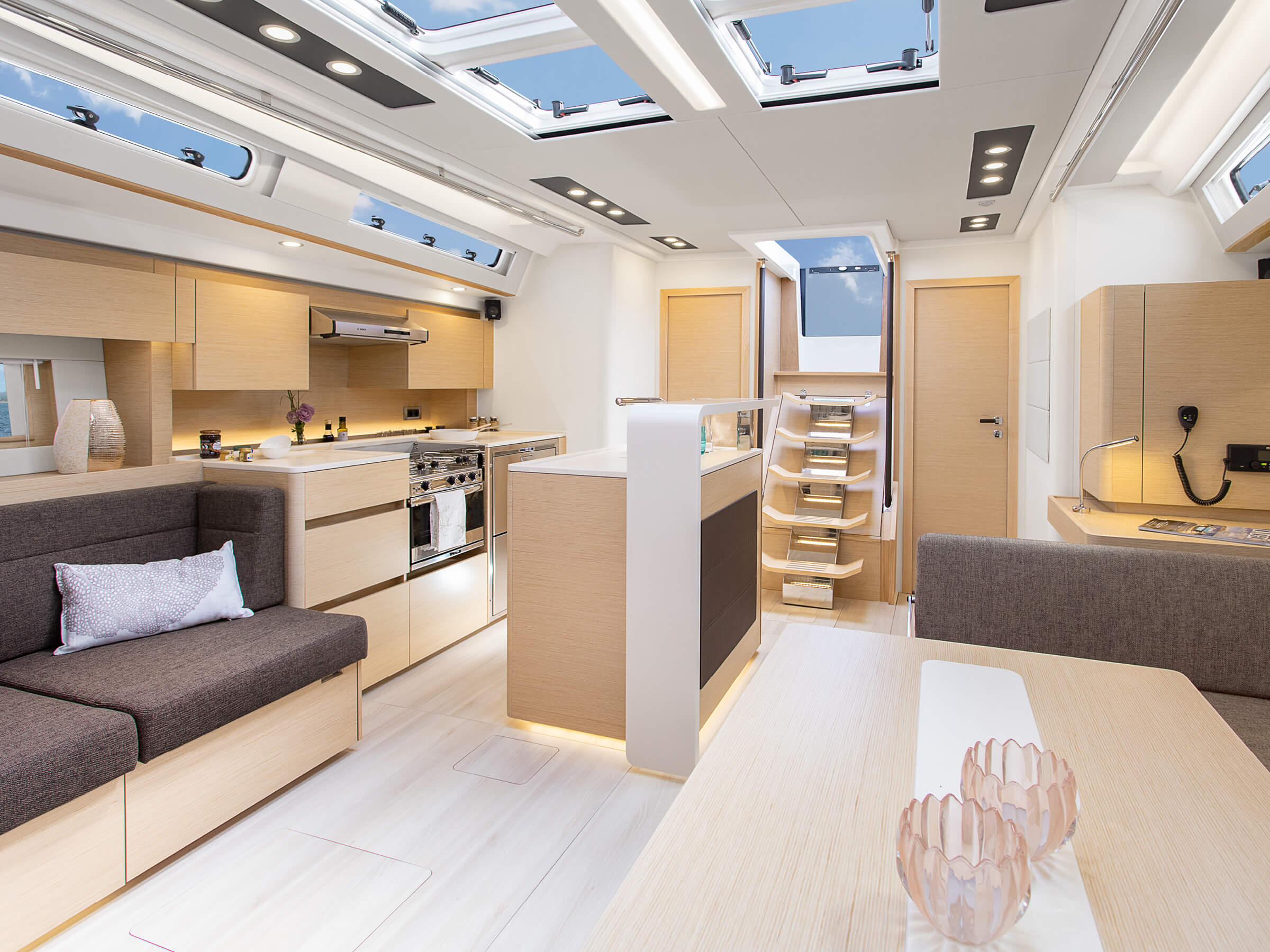 Hanse 588 | Interior view lounge | Hanse