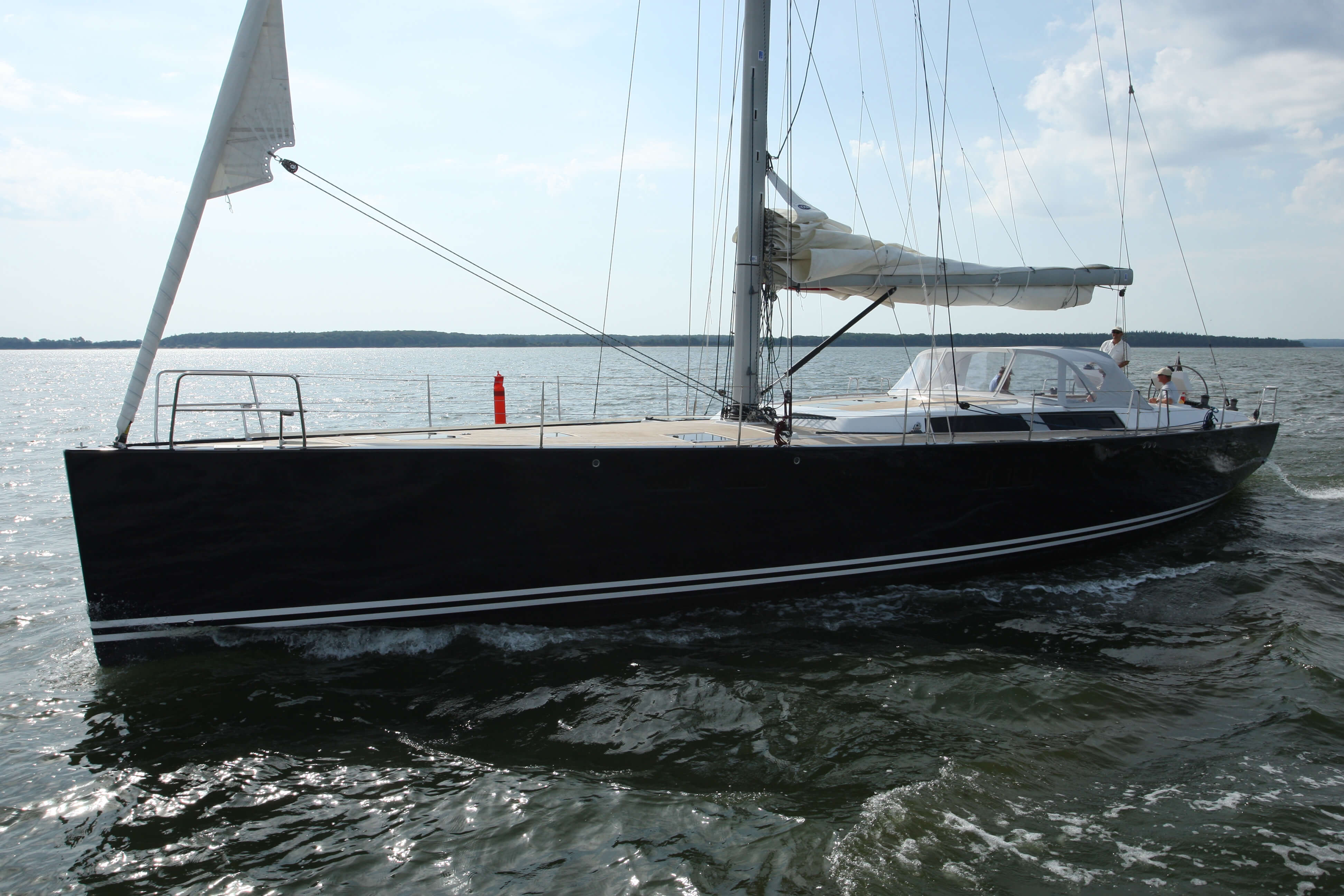 Hanse 630e Exterior at anchor | Hanse