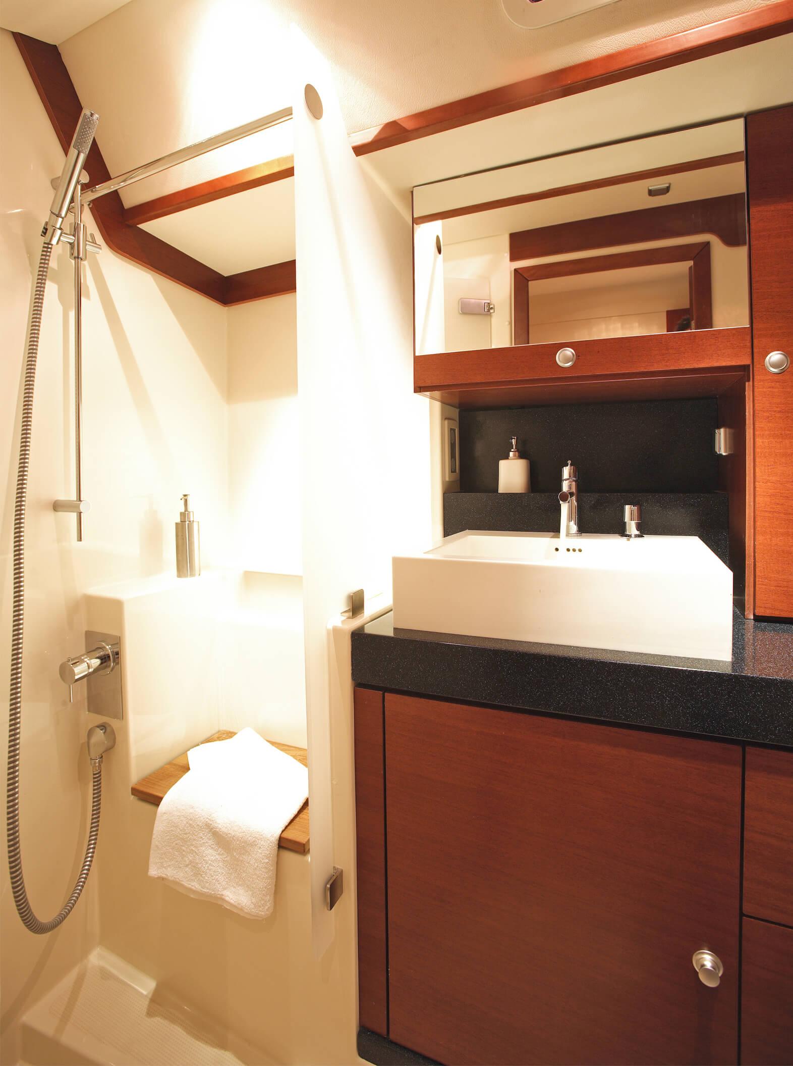 Hanse 630e Interior view wet cell | Hanse
