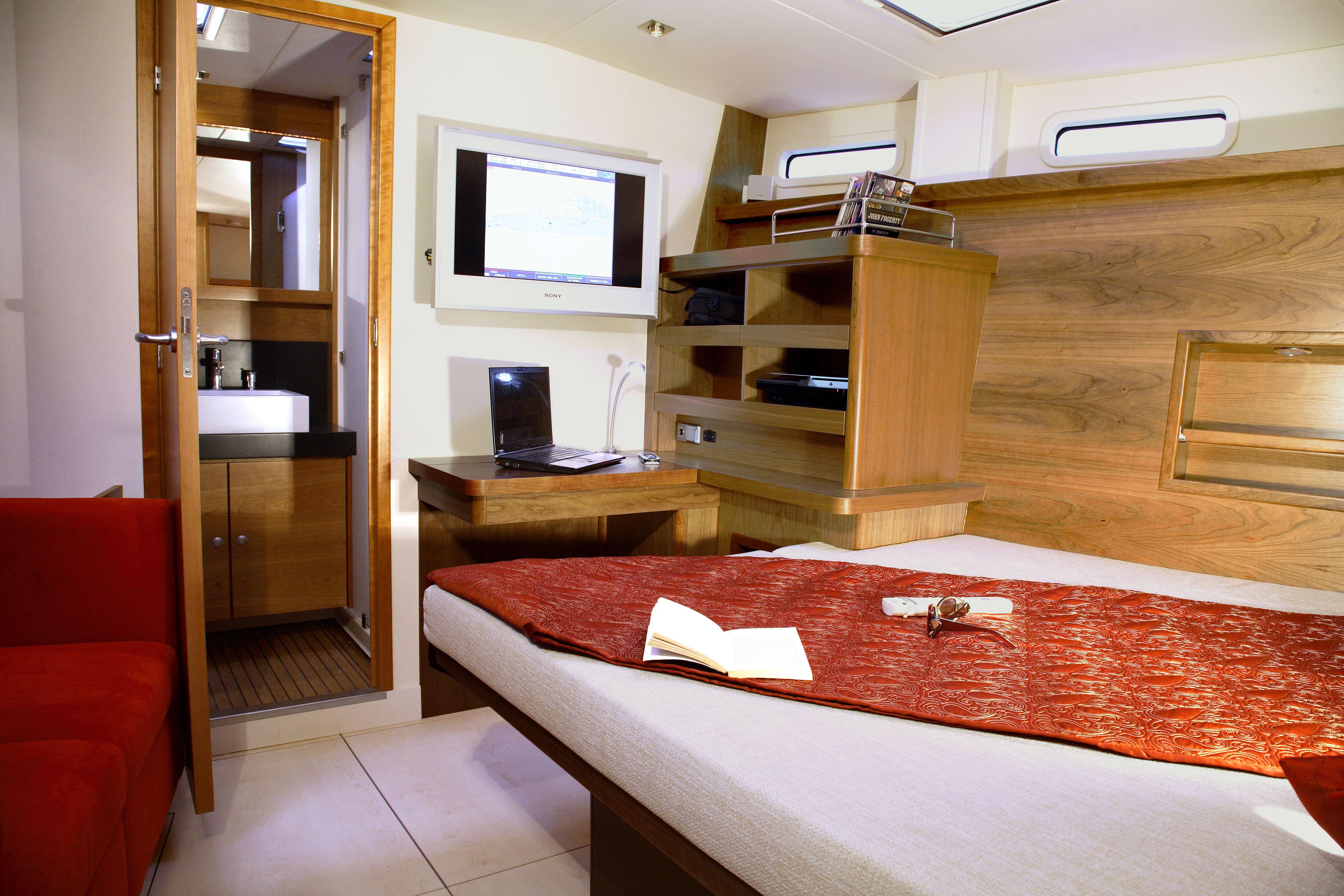 Hanse 630e Interior view owner´s cabin | Hanse