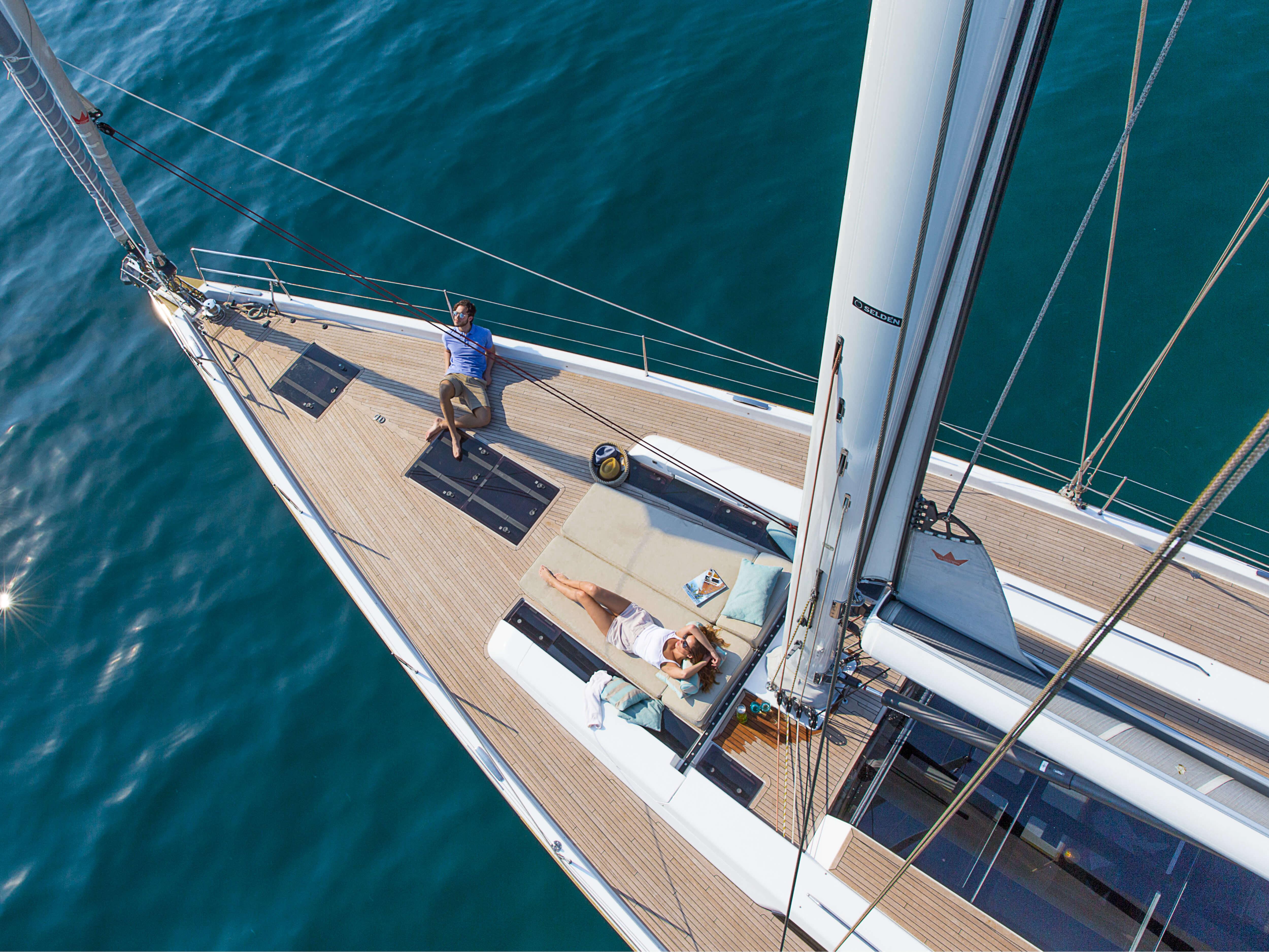 Hanse 675 | sundeck, teak deck, deck hatch, rail, mast | Hanse
