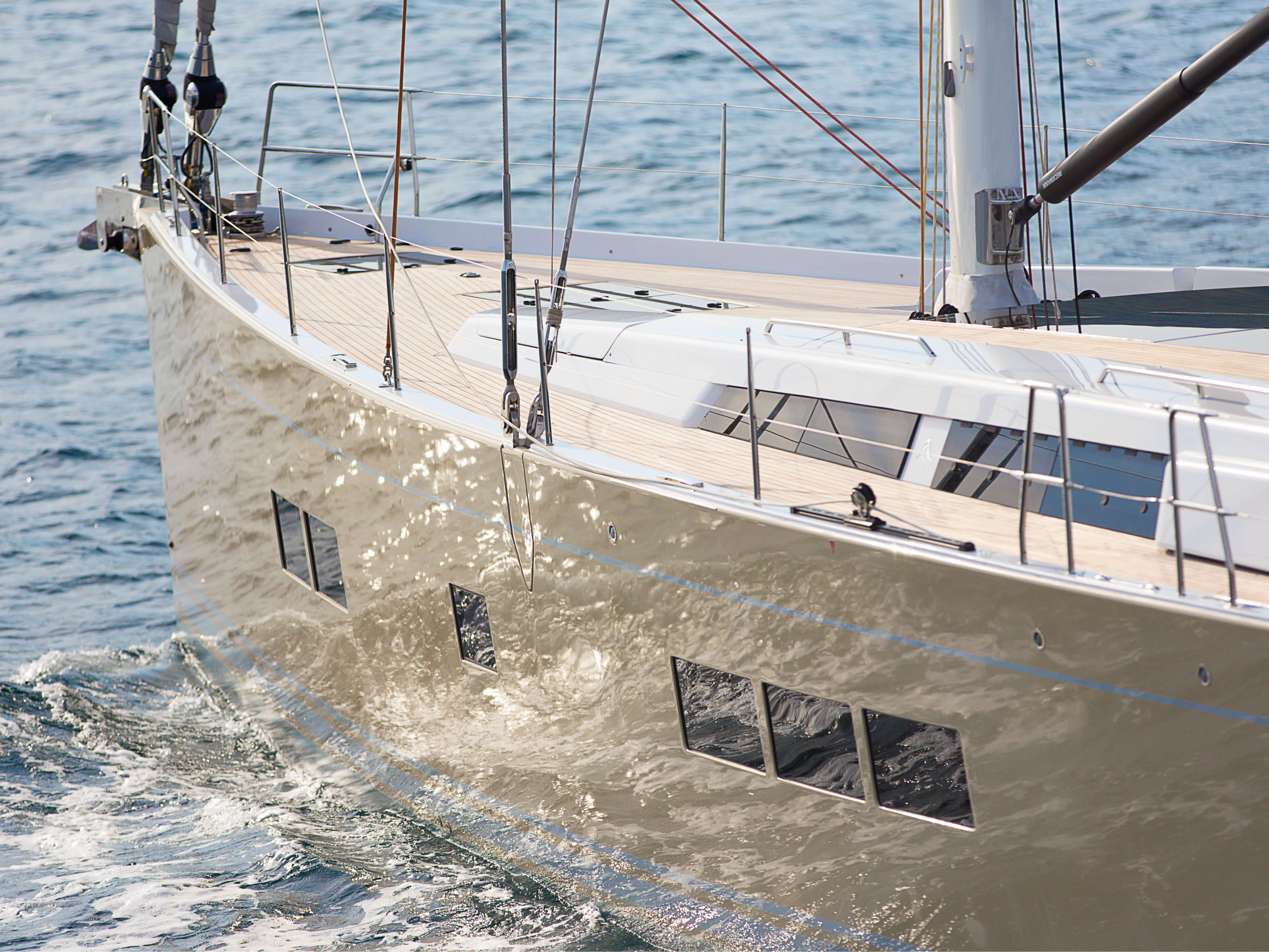 Hanse 675 | teak deck, deck hatches, mast with lines | Hanse