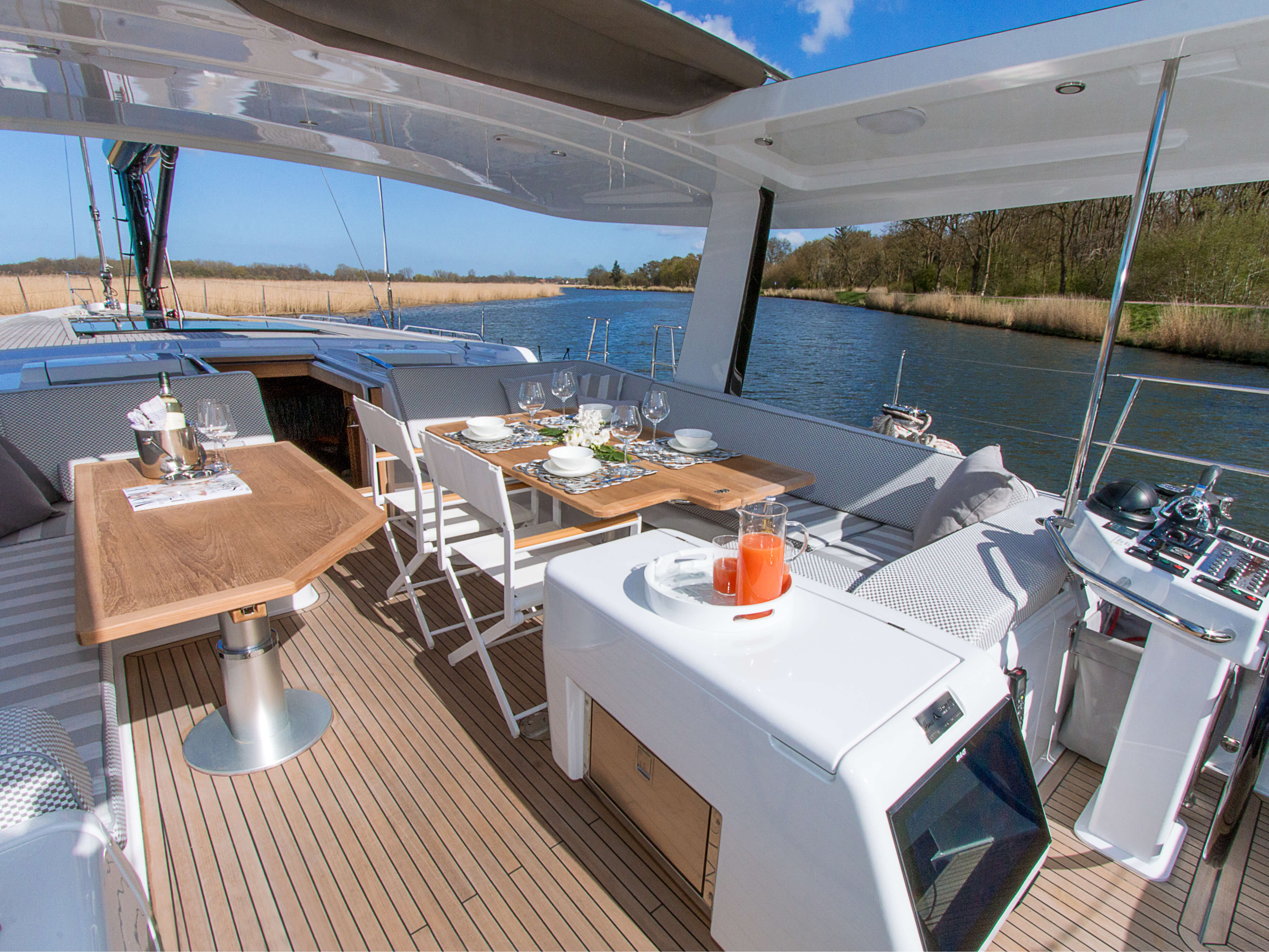 Hanse 675 | cockpit, table | Hanse