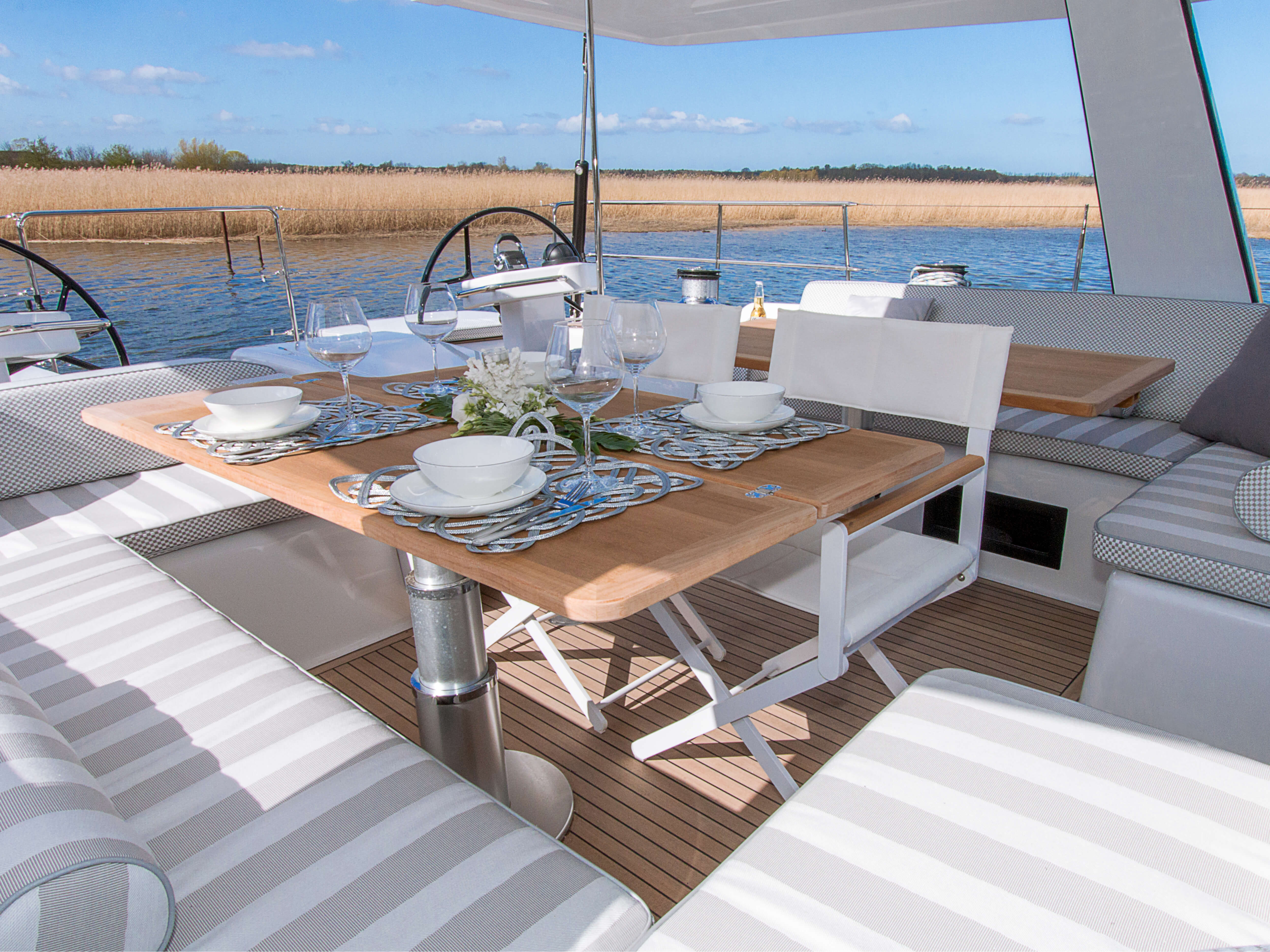 Hanse 675 | cockpit, table de cockpit, double volant | Hanse