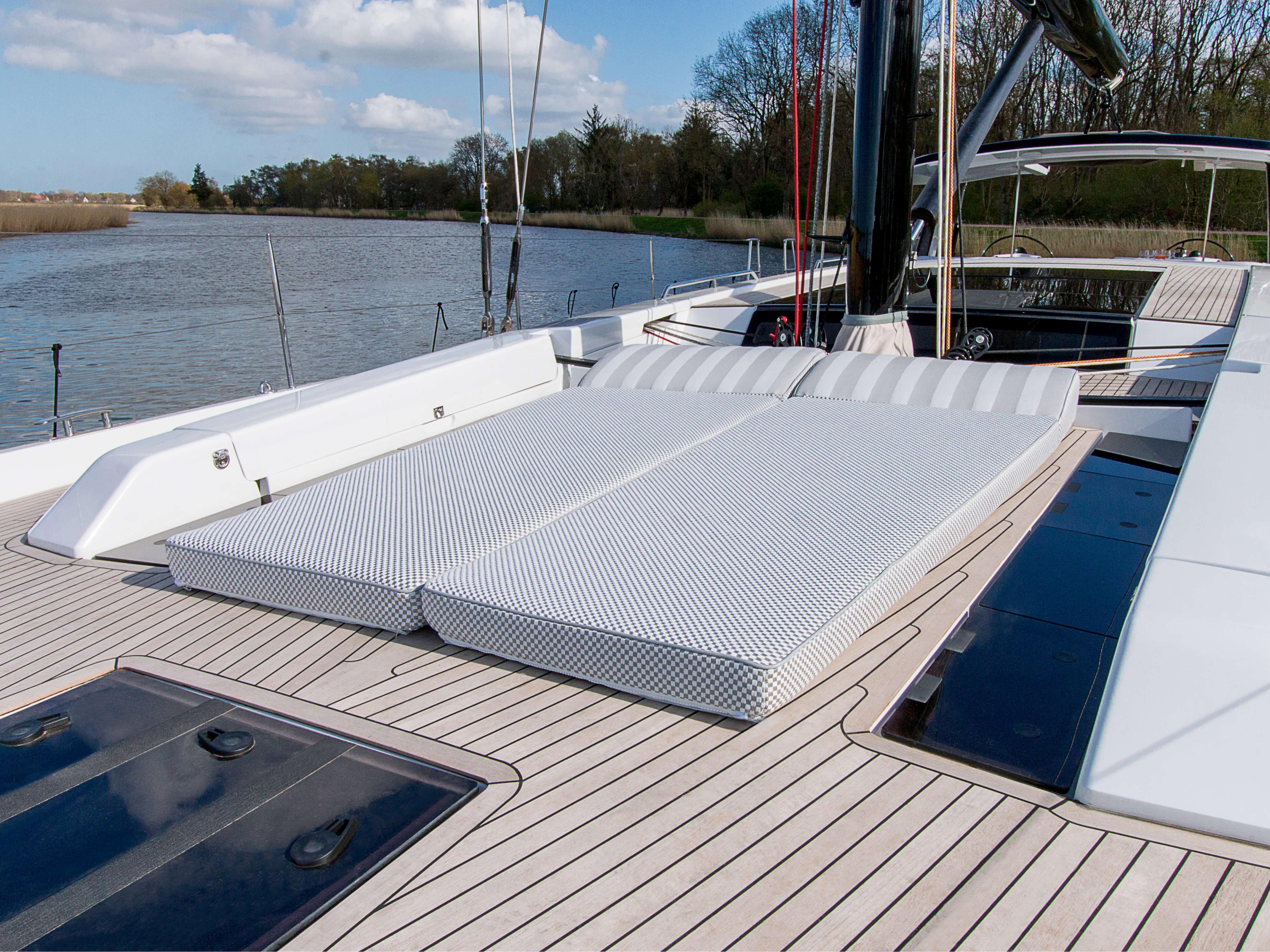 Hanse 675 | sundeck, teak deck, deck hatch, rail | Hanse