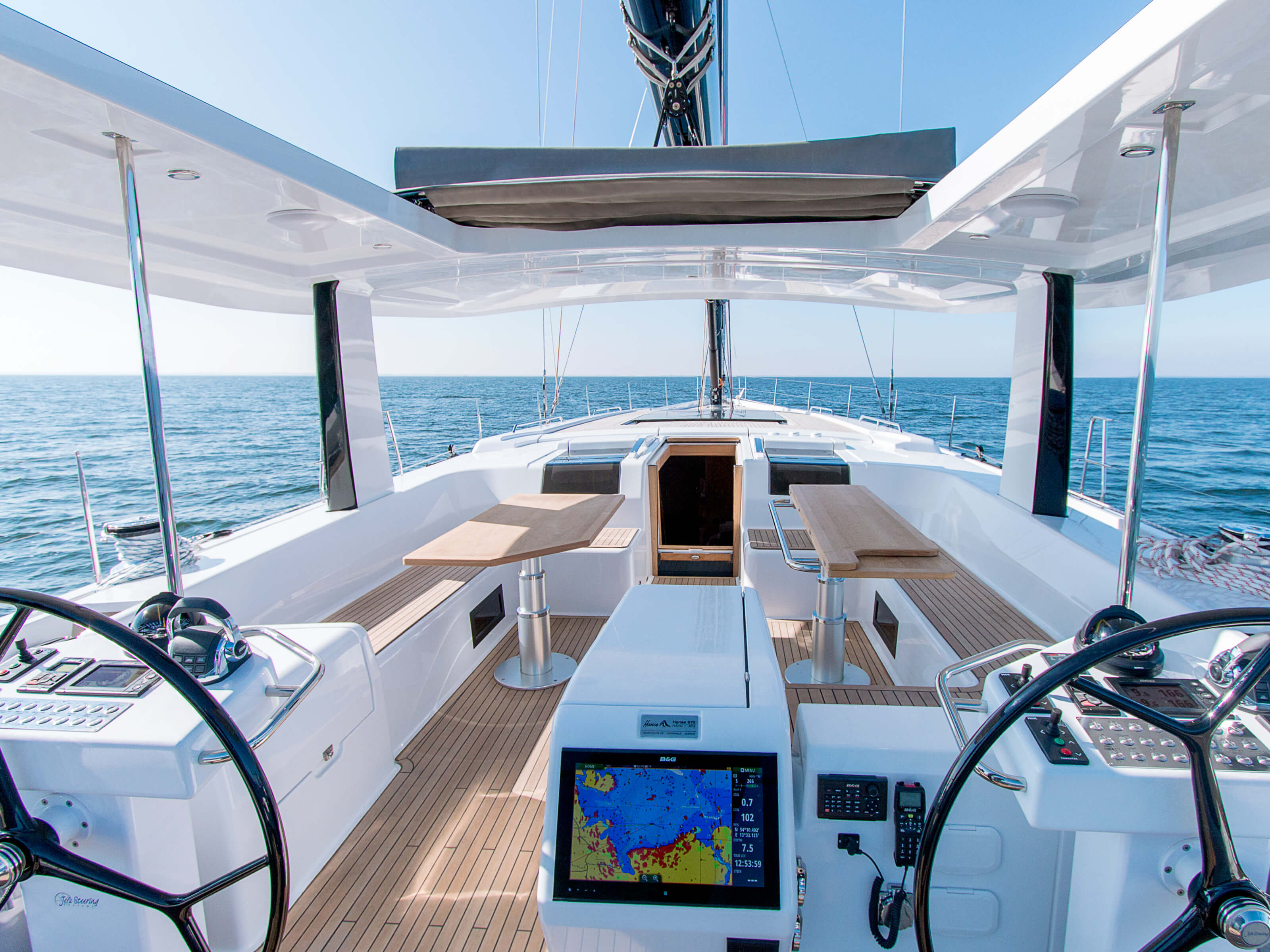 Hanse 675 | cockpit, companion way, teak deck, cockpit table, double steering wheel, multi-function display | Hanse