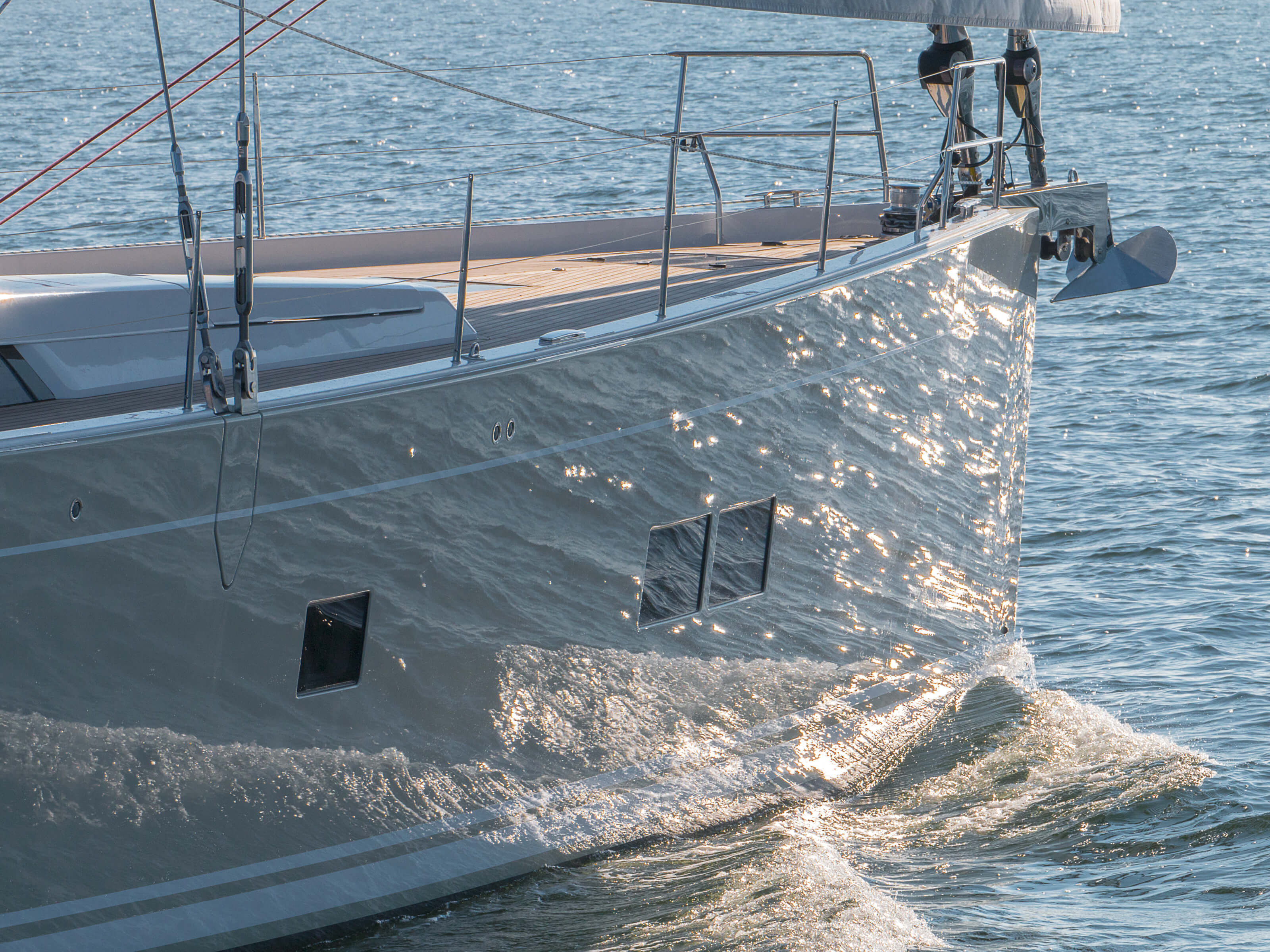 Hanse 675 | bow, teak deck, railing, anchor | Hanse