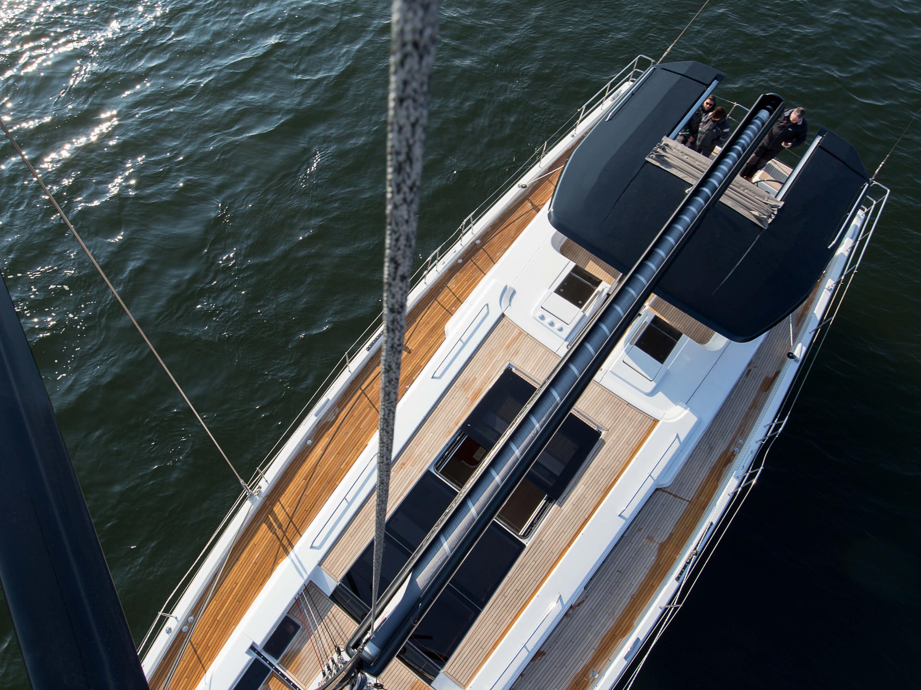 Hanse 675 | cubierta de teca, pluma, escotilla de cubierto | Hanse