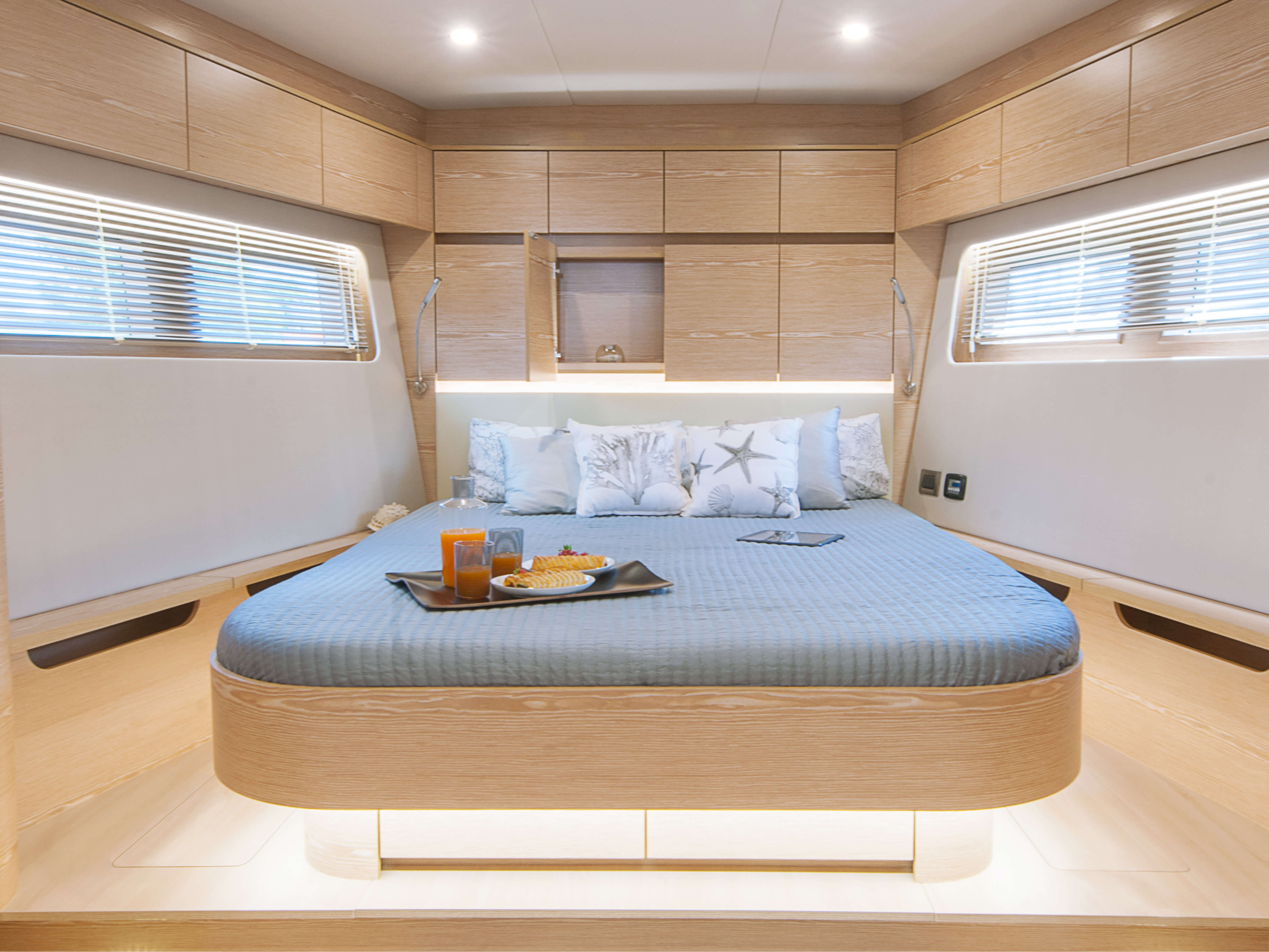 Hanse 675 | Thanks to various layout variants and a large selection of combination options – with high-quality fabrics, fine woods, trendy colours, select floorings and stylish furnishings – you can make your HANSE your own, a very personal one-of-a-kind yacht. | Hanse