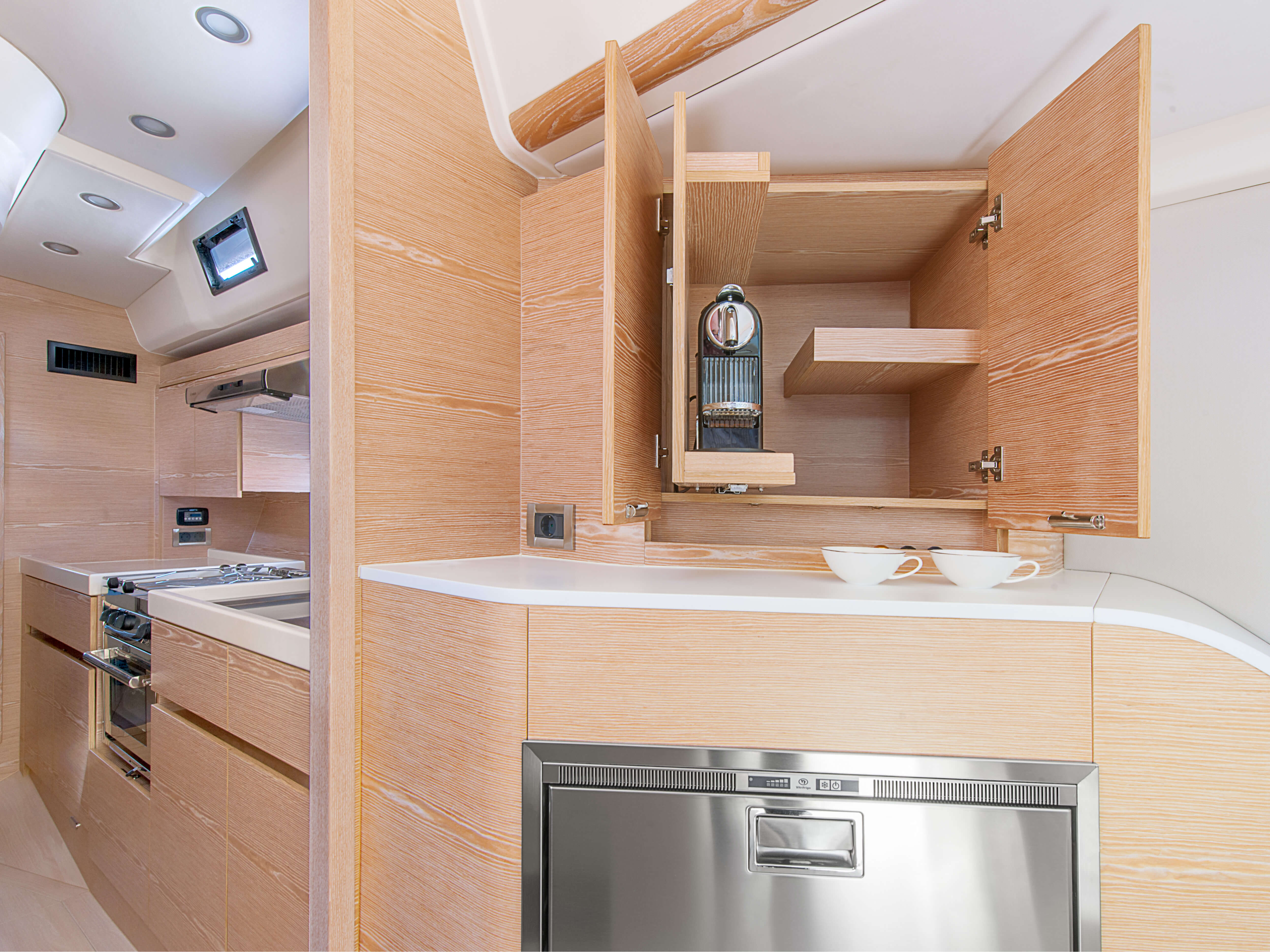 Hanse 675 | storage compartment, deposit areas, fridge | Hanse
