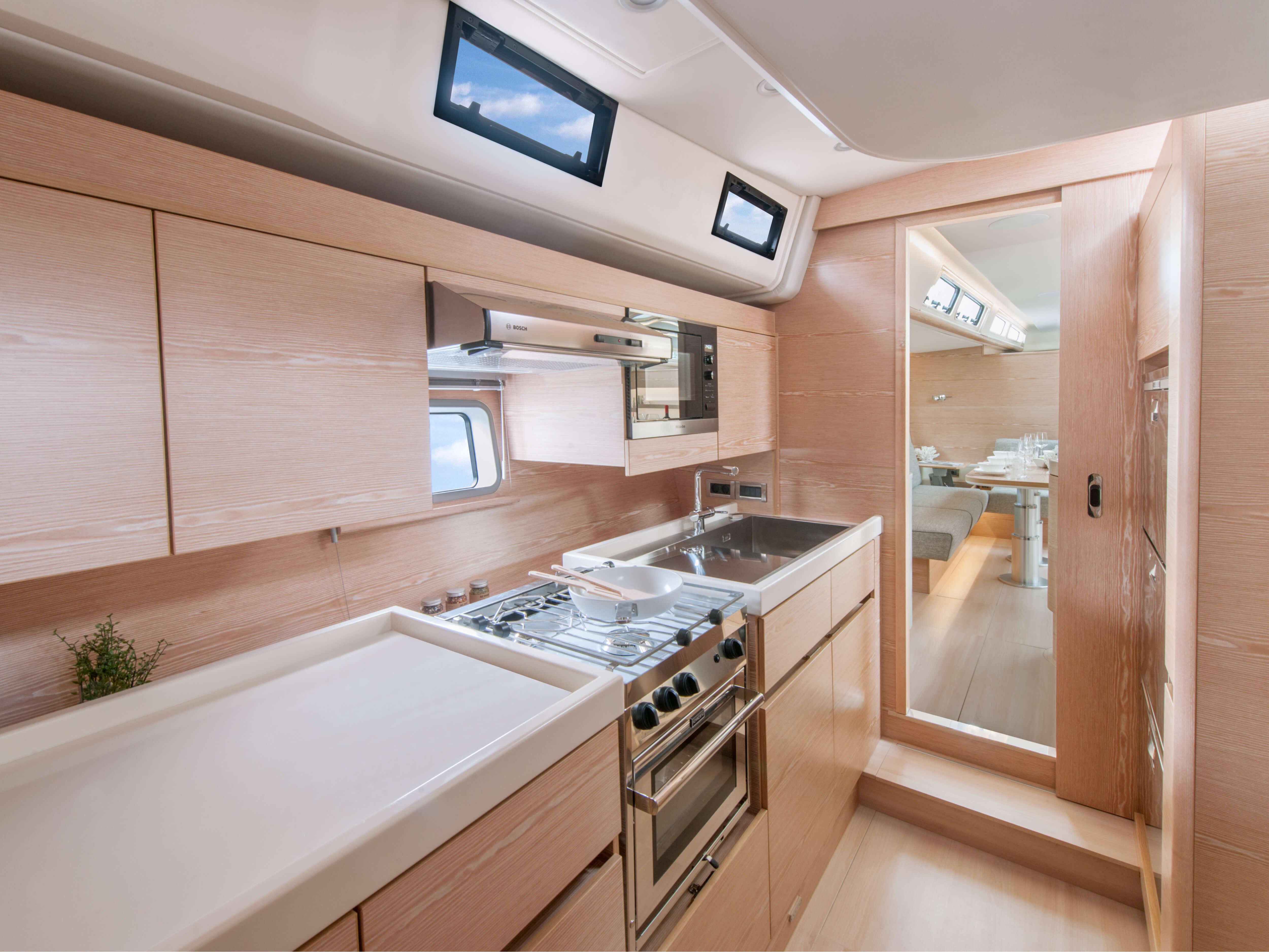 Hanse 675 | oven, microwave Miele, worktop | Hanse