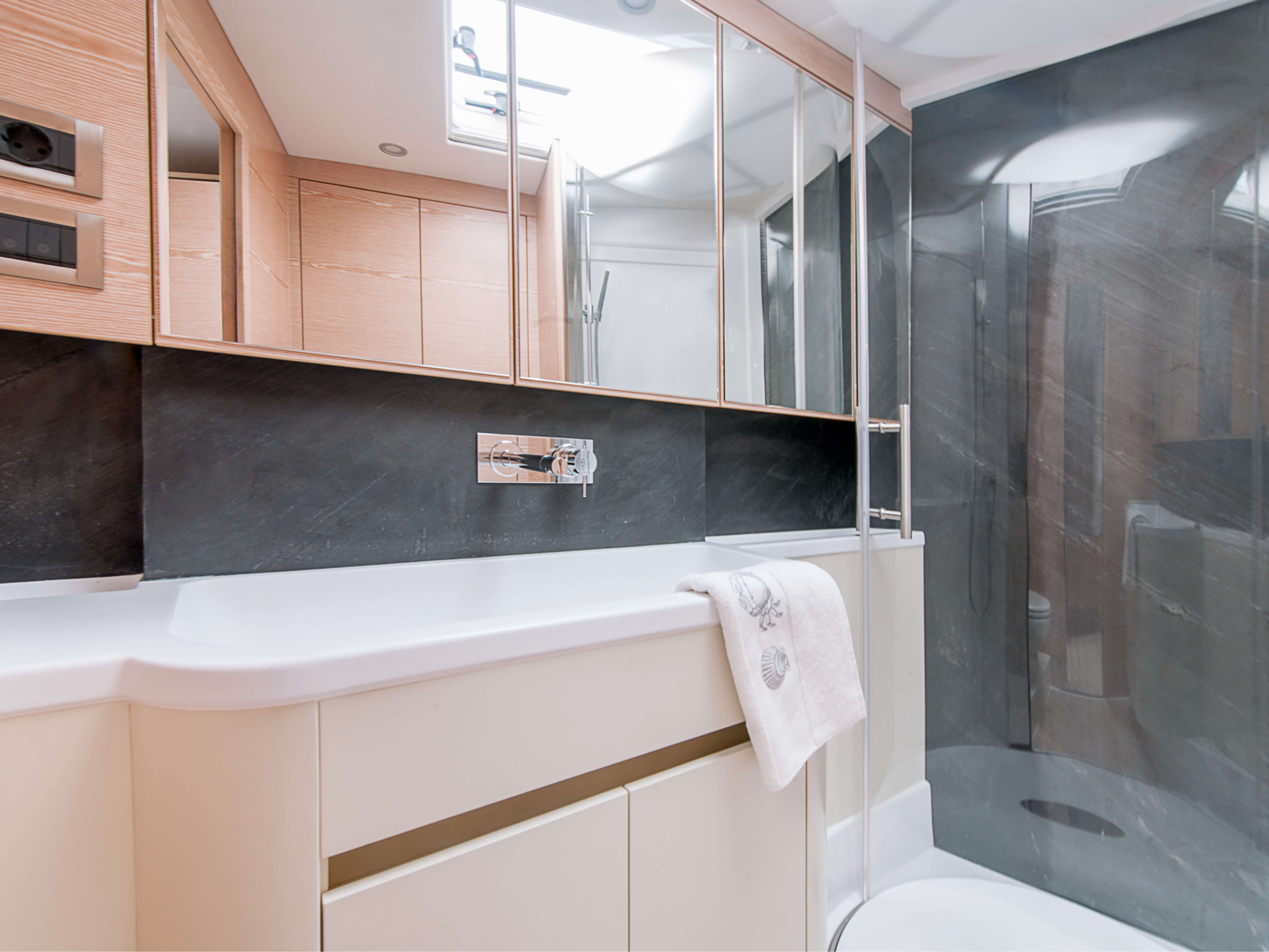 Hanse 675 | separate shower, sink, mirrored storage compartments | Hanse