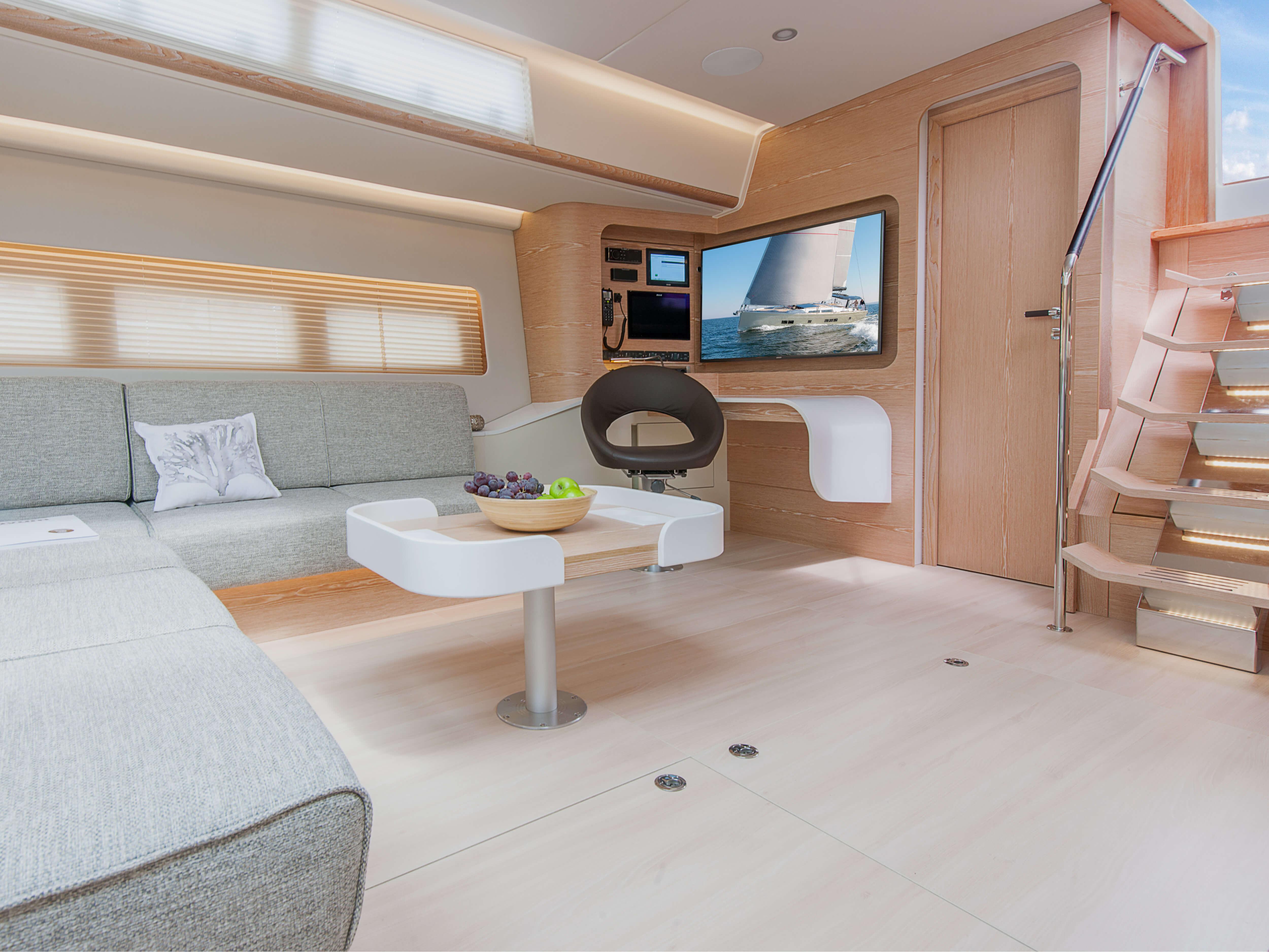 Hanse 675 | salón, esquina de navegación, acceso a cubierta, sala de estar | Hanse