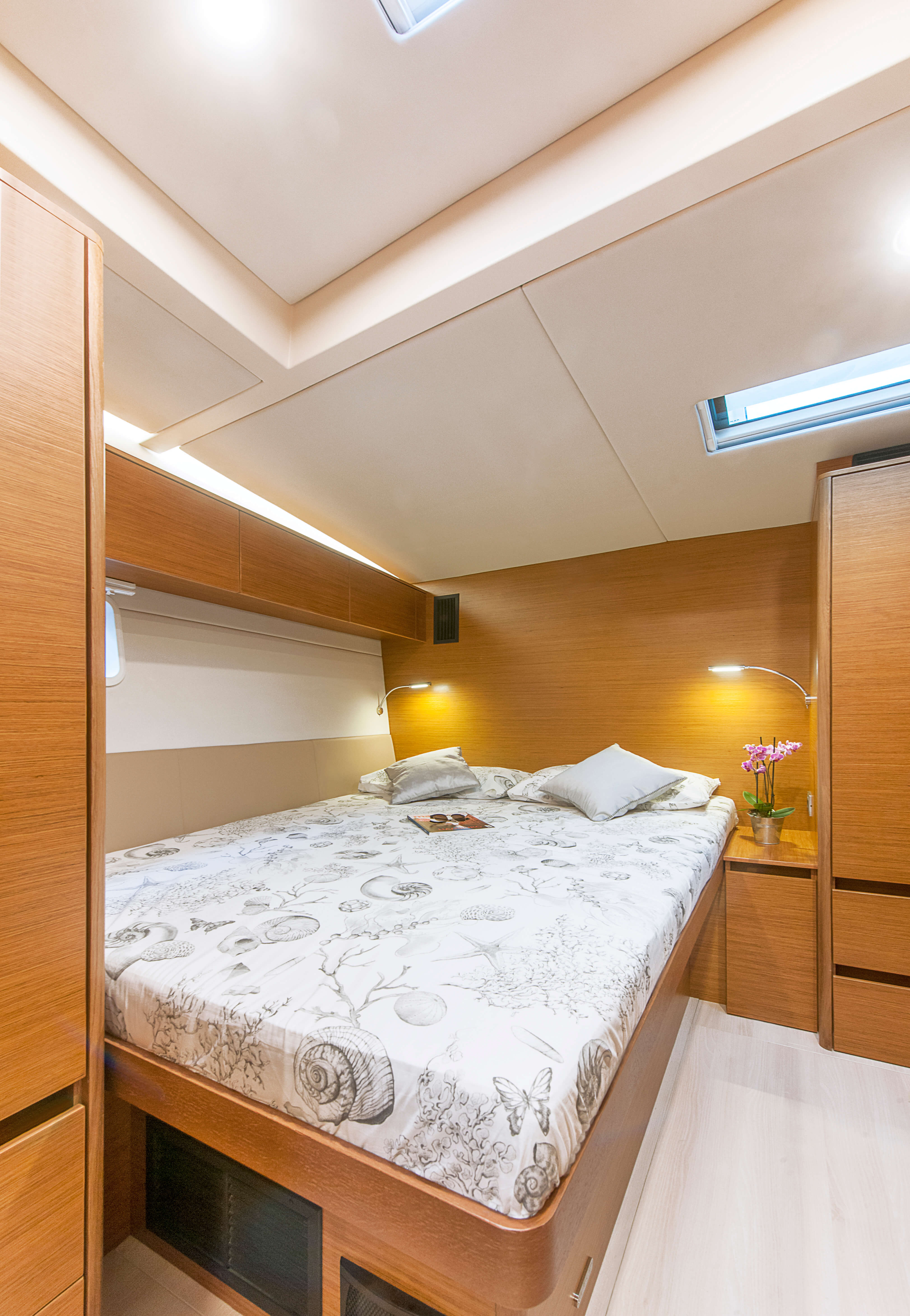 Hanse 675 Interior view VIP cabin | B3 Layout: VIP cabin with double berth, WC and shower on stb | Hanse