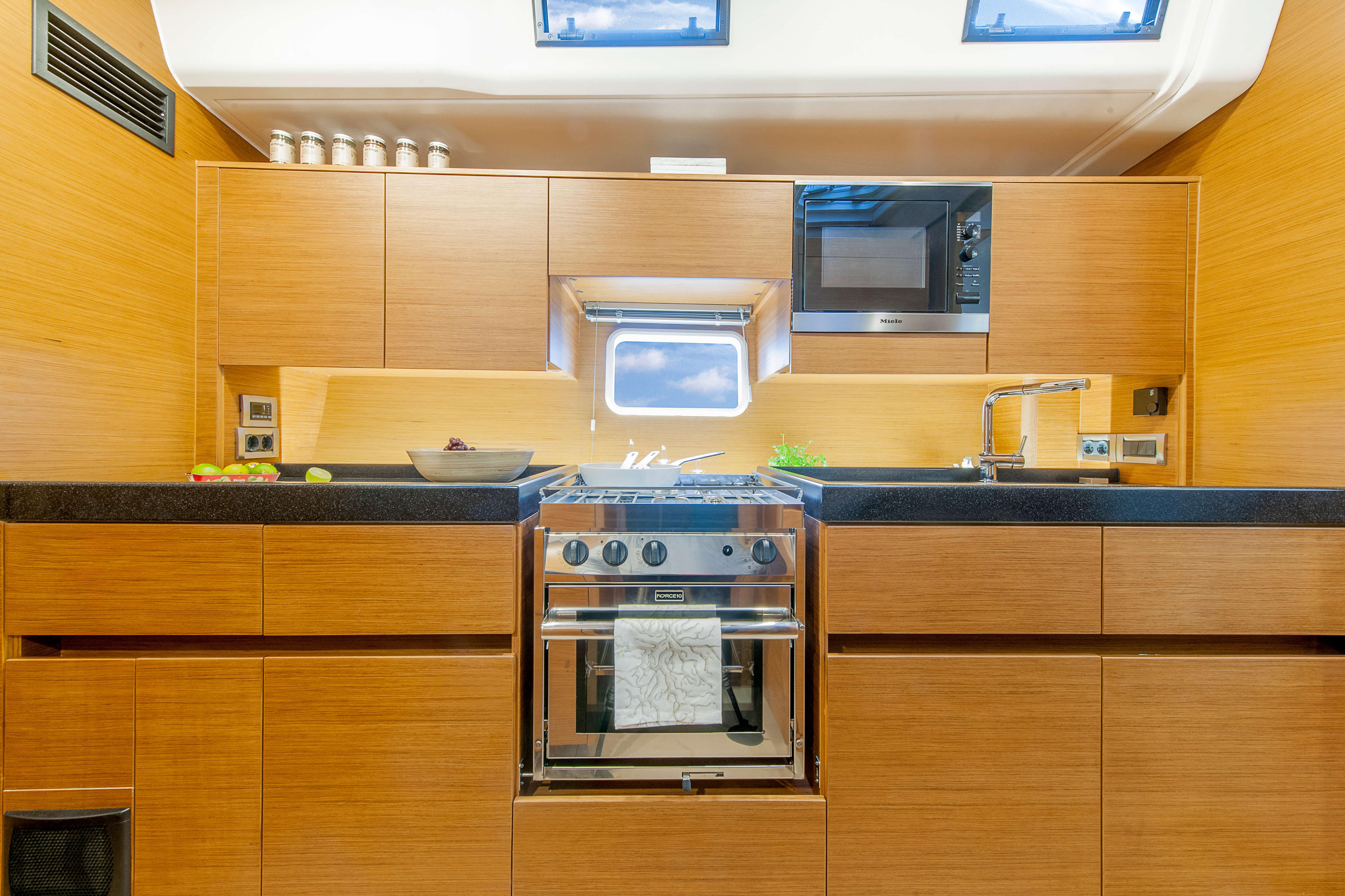 Hanse 675 Interior view pantry | oven, microwave Miele, worktop Corian Antracite | Hanse