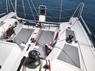 Dehler 30 one design havuzluk | Dehler 30 one design dümen sisteminin tamamı güverte üstündedir. | Dehler