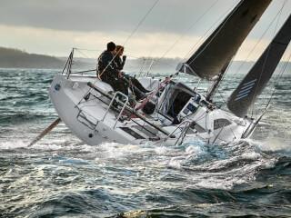 Dehler 30 one design dış görünüm | Birkaç basit adımla regatta modundan gezi moduna geçebilirsiniz. | Dehler