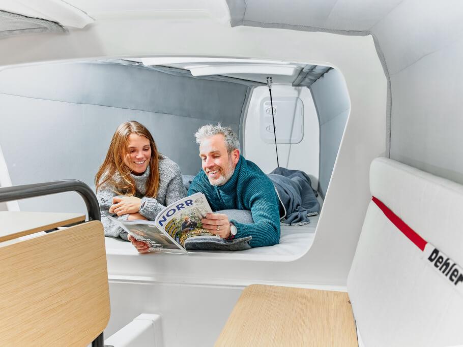 Deler 30 one design yatak | Mürettebat için başaltında çift kişilik bir yatak ve kıçta iki yatak bulunuyor. | Dehler