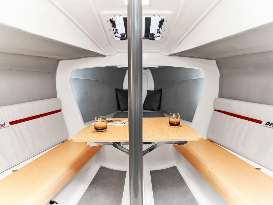 Dehler 30 one design salon | Şık file  kumaş özellikle dayanıklı, esnek ve bu nedenle iç gövdeyi doldurmak için idealdir. | Dehler