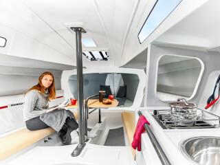 Dehler 30 one design salon | Salondaki iki kanepe ilave yatak olarak kullanılabilir. | Dehler