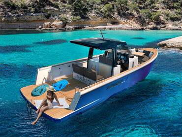 FJORD 38 open cockpit | Opt for just one bench in the cockpit to enlarge your bathing platform. | Fjord