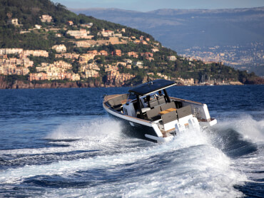 FJORD 38 xpress exterior | The FJORD 38 xpress boasts all the trademarks of a FJORD - and yet, it opens up a whole new world of freedom thanks to its outboard engines. | Fjord