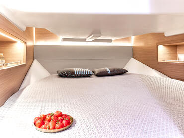 FJORD 38 xpress cabin | The large space and headroom under deck truly make you feel luxurious. | Fjord