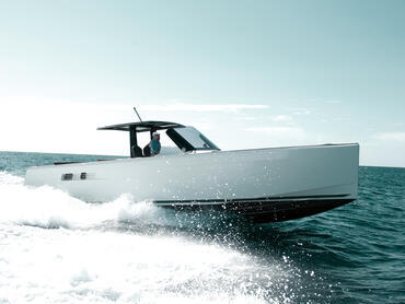 FJORD 40 open exterior | All the FJORD trademarks: vertical bow, angular lines and t-shaped roof. | Fjord