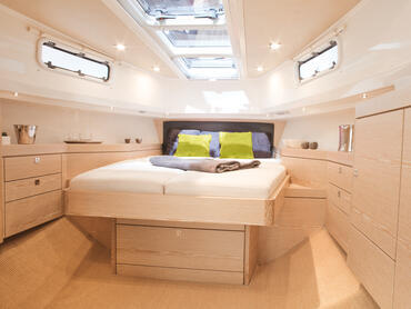 FJORD 40 open cabin | The yacht offers magnificent king-size living quarters. | Fjord