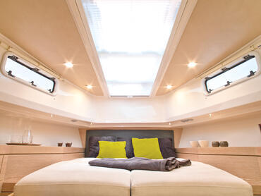 FJORD 40 open cabin | Clear designs and magnificent materials continue throughout the lower deck. | Fjord