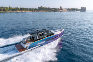 FJORD 44 coupé exterior | Let everyone's body and sould get energised by the powerful driving movements. | Fjord