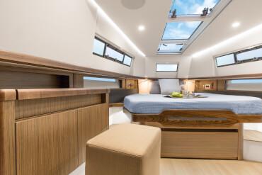 FJORD 44 open camarote principal | El camarote del propietario combina magistralmente el gusto contemporáneo con una magnética elegancia. | Fjord