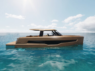 Power boat with huge hull windows