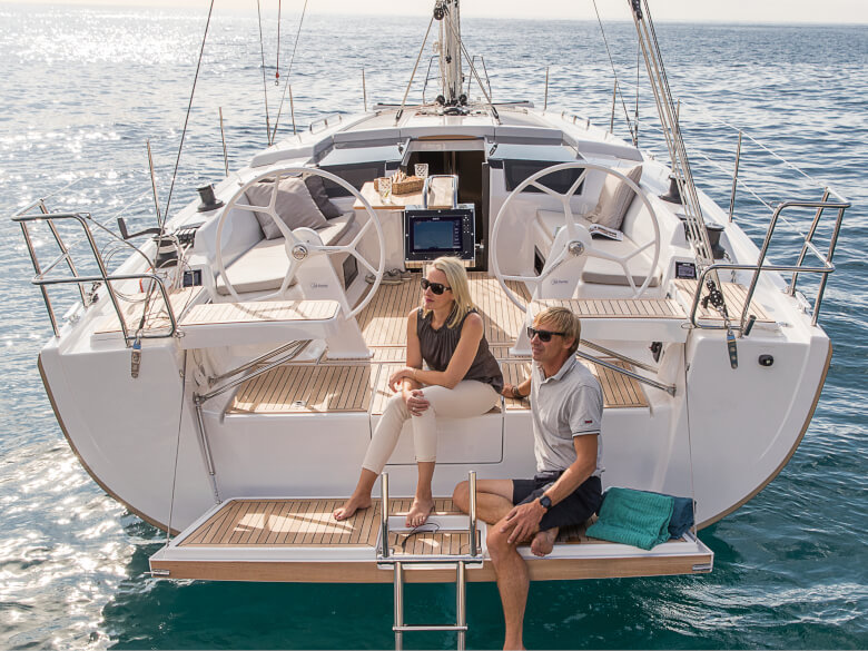 Hanse 418 bathing platform | The spacious cockpit and the inviting bathing platform let you revel and relax in pure sunshine. | Hanse