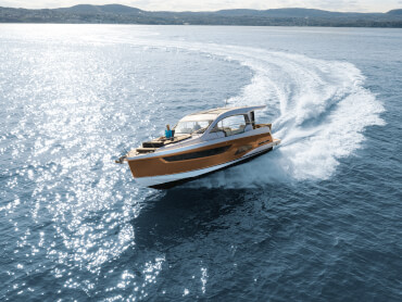 Sealine C390 exterior | Several refrigerators, an outside grill, three seating areas and two guest cabins make it easy for you to invite your friends on board. | Sealine