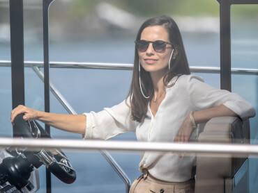 Sealine C390 helm | Enjoy a sense of absolute control over your yacht. | Sealine