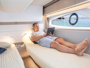 Sealine C390v cabine d'invité | Cabines doubles ou cabines à deux lits pour accueillir vos invités - c'est vous qui décidez. | Sealine