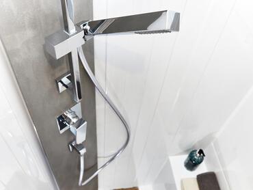 Sealine C390v salle de bain du propiétaire | Détail de la salle de bain | Sealine