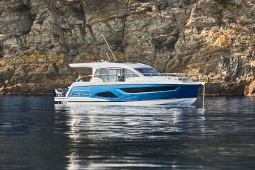 Sealine C390v extérieur | Chaque courbe, ligne et surface est conçue pour créer l'expérience la plus intense qui soit en matière de yacht à moteur. | Sealine