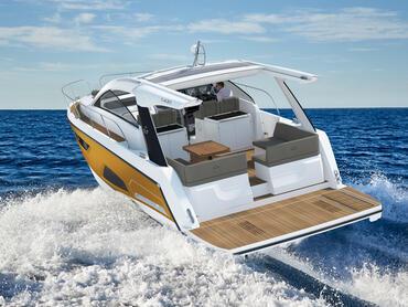 Sealine S430 Cockpit | Das Cockpit bietet Ihnen viel Platz und zusammen mit der Badeplattform eröffnet es Ihnen eine luxuriöse Welt der Outdoor-Möglichkeiten. | Sealine