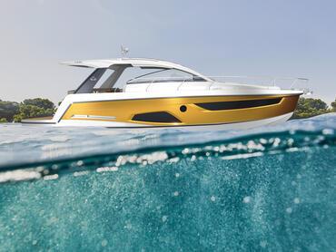 Sealine S430 Badeplattform | Die Badeplattform ist der perfekte Ausgangspunkt für alle Ihre Abenteuer im Wasser. | Sealine