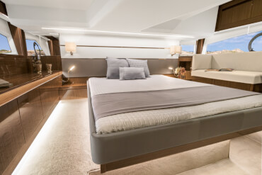 Sealine C430 owner's cabin | Your full beam master cabin will leave you breathless with a yacht interior at its finest. | Sealine