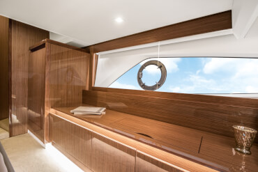 Sealine C430 VIP cabin | The VIP cabin's exquisite style is on par with the master cabin. | Sealine