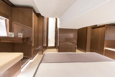Sealine C430 owner's cabin | Cabin detail | Sealine