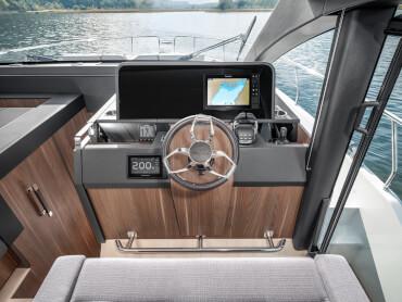 Sealine C530 gouvernail | Le plaisir de conduire peut être partagé à deux grâce aux sièges pilotes jumeaux. | Sealine