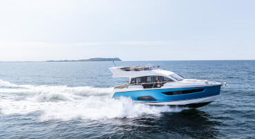 Sealine F430 exterior | High-speed performance ensures that the everyday hectic quickly disappears behind the horizon. | Sealine